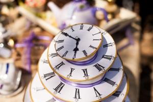 alice-in-wonderland-clocks